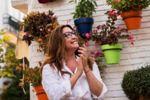 Estepona homenajea a María Bravo por una vida dedicada a mejorar la de los demás.